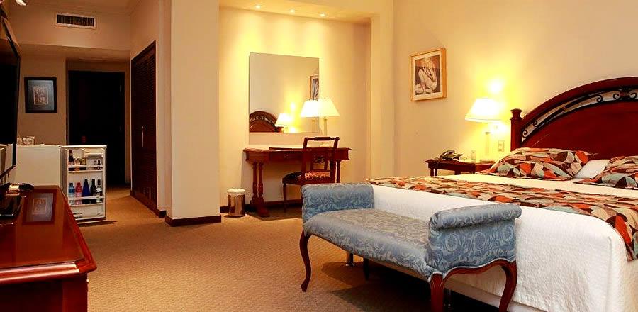 Habitaci n matrimonial de lujo los parrales hotel resort - Fotos de habitaciones de lujo ...